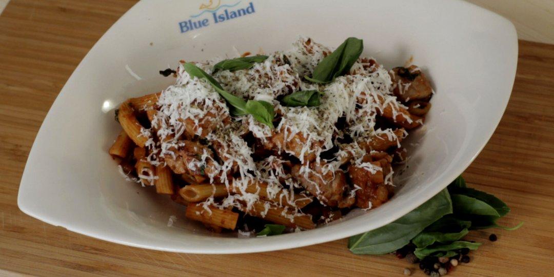 Τονομακαρονάδα με Σάλτσα Ντομάτας και Φέτα (Blue island) - Images