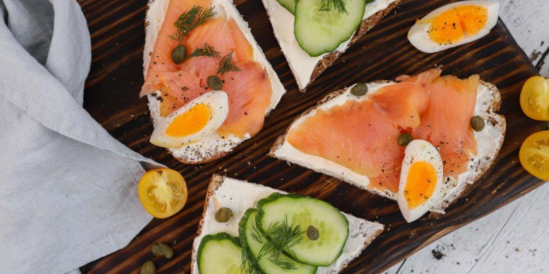 Μπρουσκέτες με σολομό και αυγό - Images