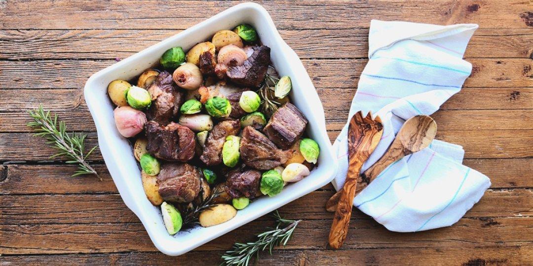 Βοδινό στον φούρνο με Πατάτες και Λαχανάκια Βρυξελλών - Images