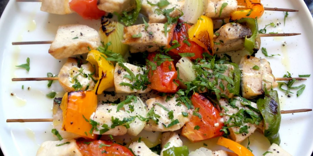 Μαριναρισμένο σουβλάκι ξιφία με λαχανικά - Images