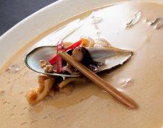 Σούπα με μύδια και γάλα καρύδας - Images