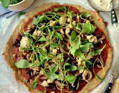 Πίτσα με καραμελωμένο φινόκιο, κρεμμύδι, κανθαρέλες & κρέμα κάσιους - Images
