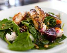 Σαλάτα με σπανάκι, κοτόπουλο και παντζάρια - Images