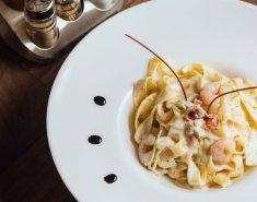 Γαρίδες με κρέμα γάλακτος σερβιρισμένες με ζυμαρικά  - Images