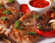Χοιρινά στέικ με σάλτσα μήλου και μανιτάρια - Images