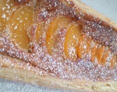 Πίτα αμυγδάλου και φιστικιών Αιγίνης με ροδάκινα και νεκταρίνια - Images