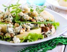 Σαλάτα πράσινη με ροκφόρ και καρύδια - Images
