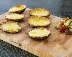 Πατάτες γεμιστές με τυρί, ντομάτα, αβοκάντο και ξινή κρέμα - Images