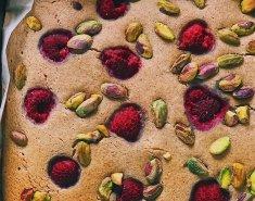 Μεγάλο pancake στο φούρνο με raspberries και φυστίκια Αιγίνης - Images
