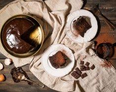 Αφράτο κέικ σοκολάτας με γλάσο, χωρίς μίξερ - Images