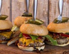 Τα Burgers του Άκη Πετρετζίκη  - Images