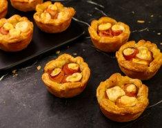 Πιτάκια με μπέικον και γραβιέρα - Images