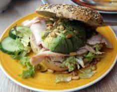 Chicken Avocado Bagel - Κεντρική Εικόνα