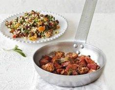 Χοιρινή τηγανιά με σύγκλινο και σαλάτα με αποξηραμένα φρούτα  - Images