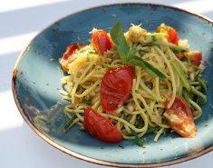 Σπαγγέτι με κολοκυθάκια, ντομάτες και πέστο - Images