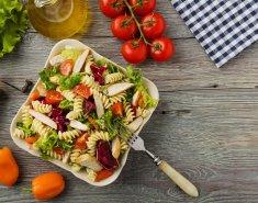 Σαλάτα με ζυμαρικά και κοτόπουλο - Images