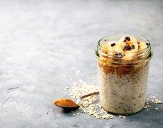 Πρόγευμα με βρώμη, μέλι και σταφίδες  - Images