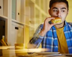 Τελικά εσύ τρως μόνο όταν πεινάς;  - Κεντρική Εικόνα