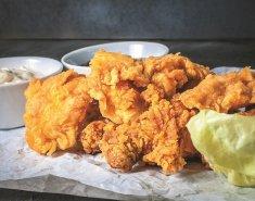 Κοτόπουλο στήθος πανέ με βρώμη Mornflake, παρμεζάνα και σάλτσα γιαουρτιού - Images