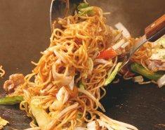 ταϊλανδέζικο κοτόπουλο με λαχανικά και noodles  - Images