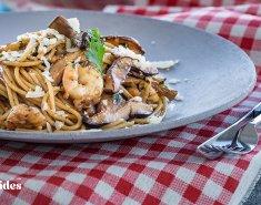 Μακαρονάδα με μανιτάρια σιτάκε και γαρίδες - Images