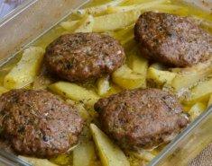 Μοσχαρίσια μπιφτέκια γεμιστά στο φούρνο με πατάτες - Images
