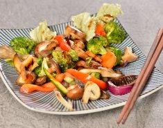 Στιρ-φράι ανάμεικτων μανιταριών με σάλτσα σόγιας - Images