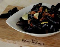 Μύδια αχνιστά, σε σάλτσα σαμπούκα (Blue island) - Images