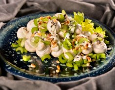 Σαλάτα με ωμά λευκά μανιτάρια και σέλινο - Images