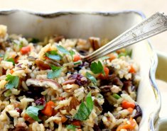 Άγριο ρύζι με σταφίδες και κουκουνάρι  - Images