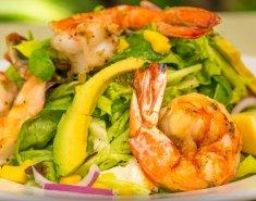 Καλοκαιρινή σαλάτα με γαρίδες, μάνγκο και σάλτσα curry - Images