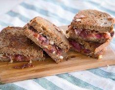 Grilled cheese σάντουιτς με καραμελωμένα κρεμμύδια - Images