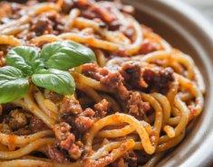 Σπαγγέττι με πικάντικη μπολονέζ - Images