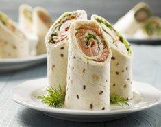 Ρολό τορτίγιας με καπνιστό σολομό και τυρί κρέμα - Images