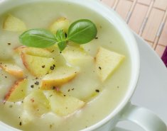Σούπα με σελινόριζα και μήλο  - Images