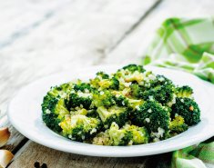 Σαλάτα με ψητό μπρόκολο και Paul's Finest Quinoa - Images