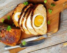 Ρολό κιμά γεμιστό με αβγά και φουρνιστές πατάτες - Images