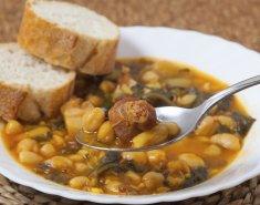 Φασόλια με πιπεριά και λουκάνικο - Images