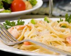 Φετουτσίνι με γαρίδες και σολομό - Images