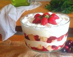 Trifle με φρούτα του δάσους - Images