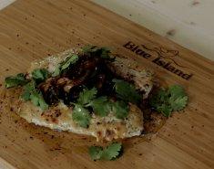 Τσιπούρα Blue island με Ταχίνι ψημένη στον φούρνο, σερβιρισμένη με καραμελωμένα κρεμμύδια - Images
