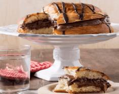 Τσουρέκι γεμιστό με σοκολάτα και πραλίνα - Images