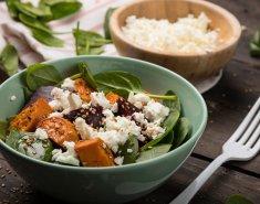 Ζεστή σαλάτα με παντζάρια, γλυκοπατάτες και τυρί - Images